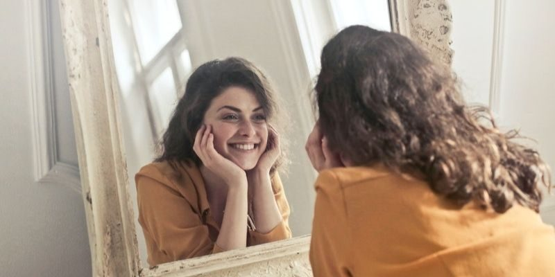 femme heureuse et épanouie