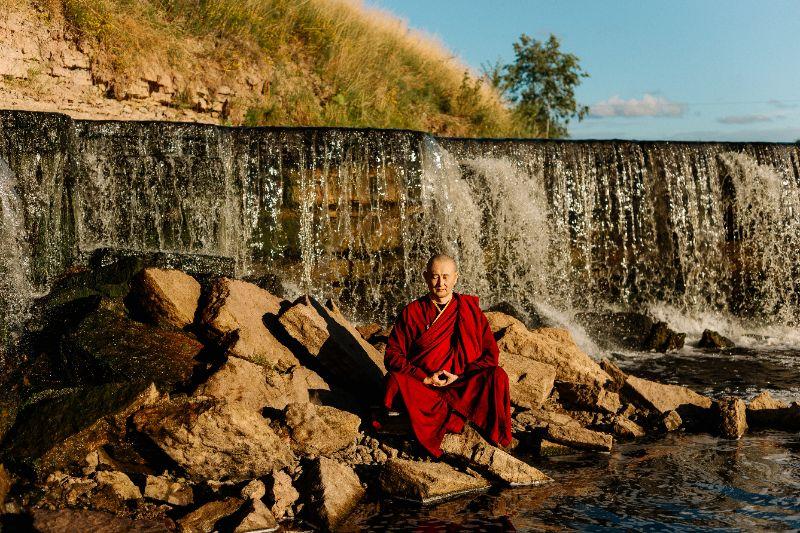 moine bouddhiste et son karma