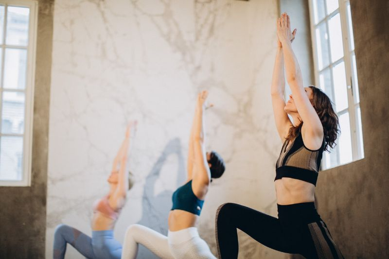 posture fente avant dans le yoga