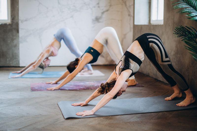 Position de Yoga chien tête en bas