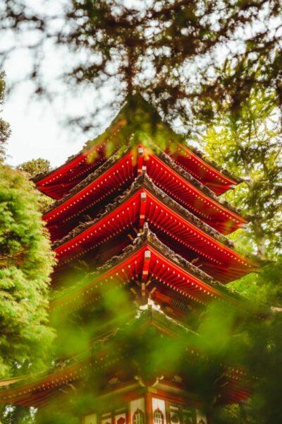 temple de meditation rouge