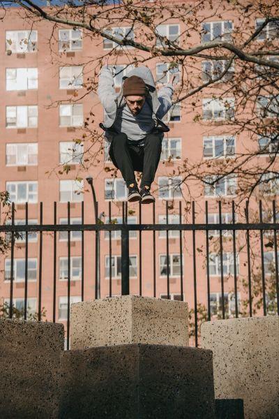 puissance d'un homme qui saute