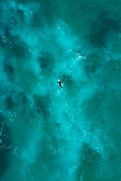 océan turquoise calme
