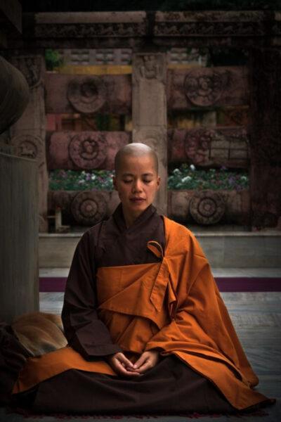 moine de guerison bouddhiste