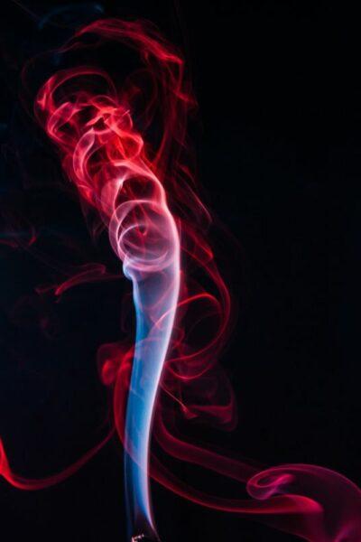 fumée d'encens coloré