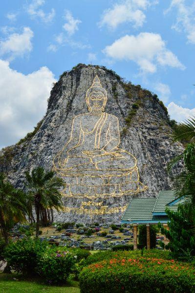 montagne avec representation de bouddha