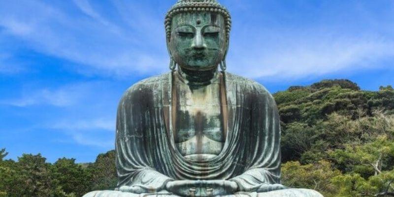photo d'une statue de bouddha japonnais